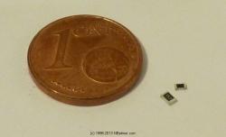 SMD 0805 (groß) und 0603 (klein) im Größenvergleich